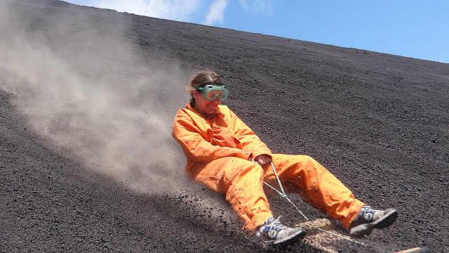 世界上最牛的滑梯,从火山上往下滑