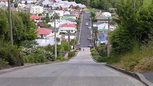 新西兰陡街坡度达到35%,世界最陡