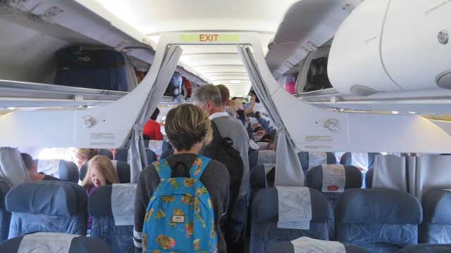 乘客在飞机上突发意外情况该怎么办