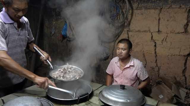 爸爸煮了一块肉,王四负责烧火