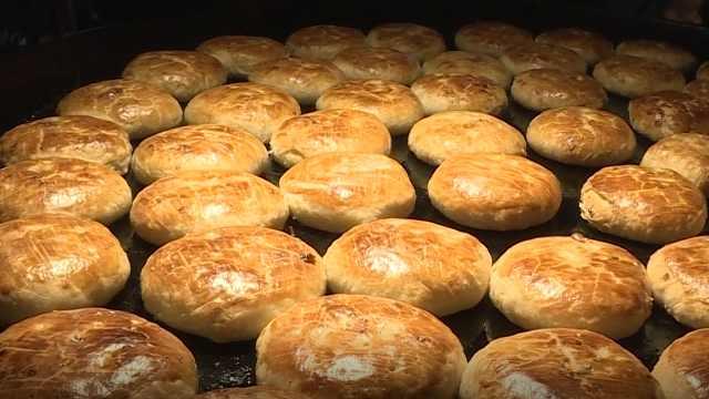 35年烤炉烤传统月饼,顾客赞不绝口
