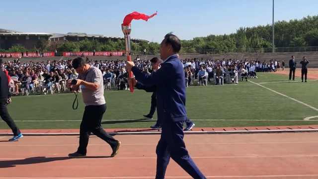 母校70年庆,学生传圣火:不比奥运差
