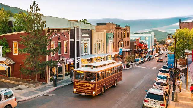 美国奇葩小镇,法律禁止穿高跟鞋