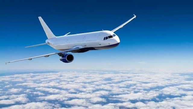 飞机上乘客把头伸出窗外会怎么样?