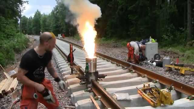 火车铁轨断了,是怎么焊接的?