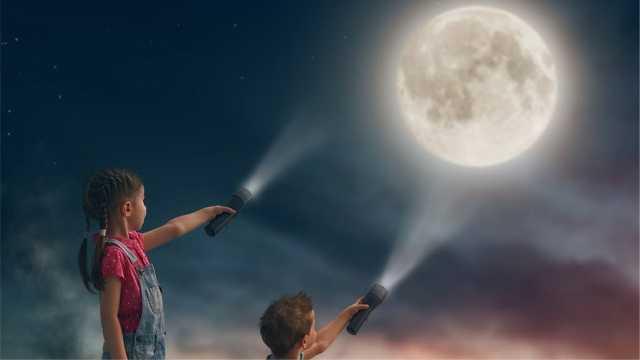 手电筒照月亮,光线能到达月球吗?