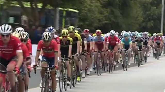 环广西自行车赛:等4小时看5秒,值