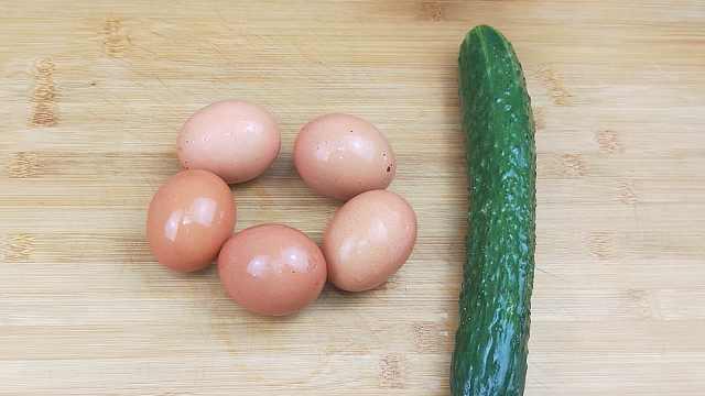 1根黄瓜5个鸡蛋,这样做美味又解馋