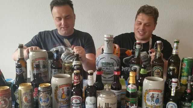 德国啤酒节上人们都要穿什么服饰?