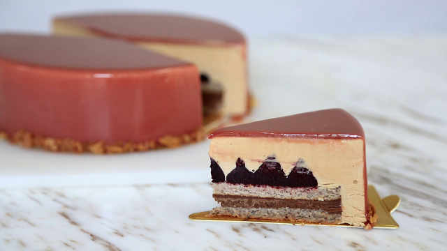 蓝莓榛子慕斯蛋糕:森林系美味