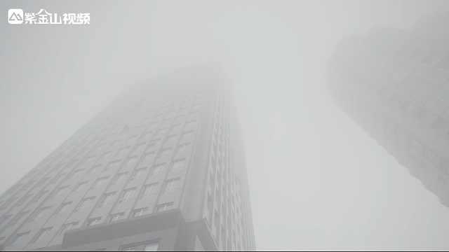 南京大雾:高楼不见顶,宛若仙境