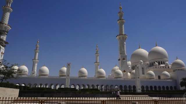 参观迪拜大清真寺,感受它的美丽