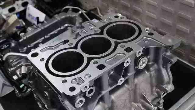 现在豪华车都开始用三缸发动机了?