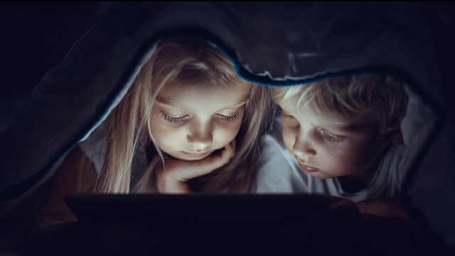 过度使用手机影响儿童认知能力