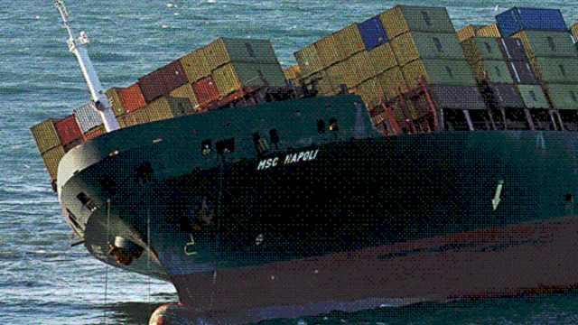 为什么钢铁造的轮船能浮在水面上?