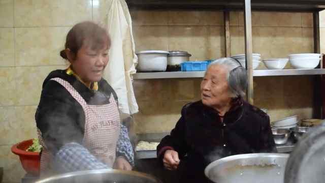 90岁奶奶守业,60年如一日经营面馆