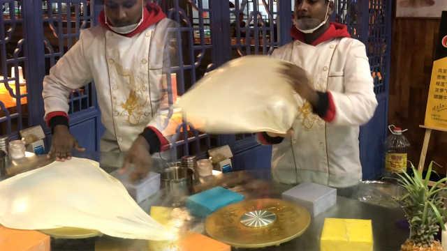 印度小伙郑州卖印度飞饼:酥香爽口