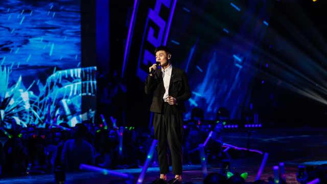 李荣浩现场深情演唱《年少有为》