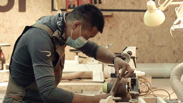 你可以在半坡艺术区里当一个木匠