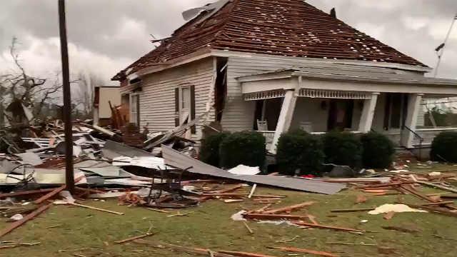 美国阿拉巴马龙卷风造成23人死亡