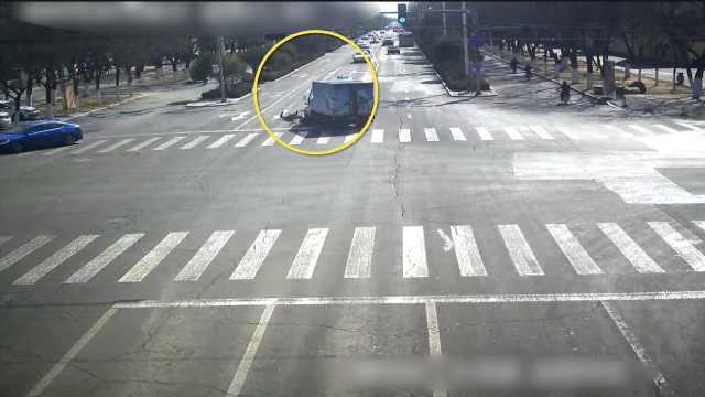 男子闯红灯被撞身亡,承担主要责任