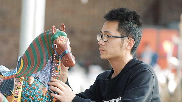 小伙返乡用3D打印,传承父辈唐三彩