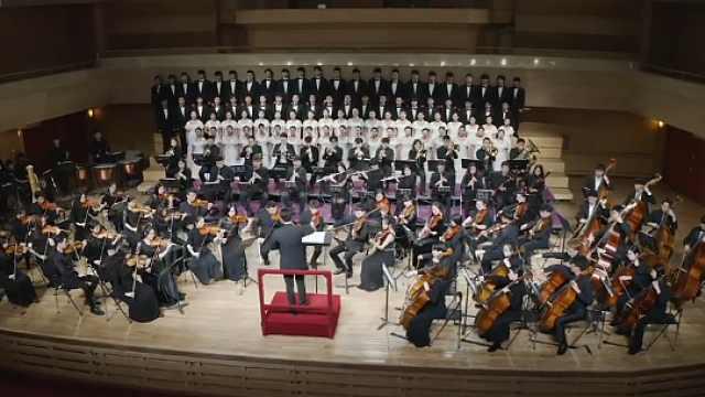 音乐学院师生唱响《我和我的祖国》