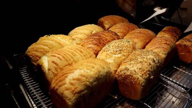排队排到打哈欠的面包店,日卖700个