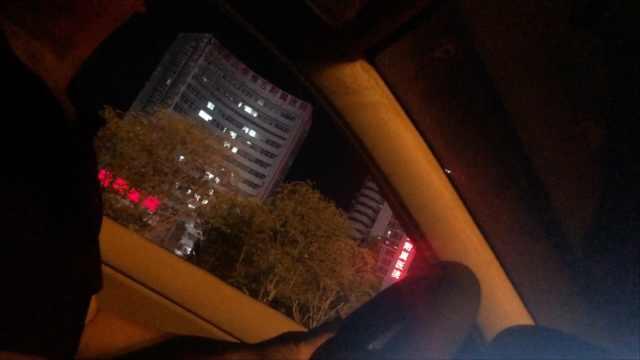 出租车夜间不打表,沿途拉人变拼车