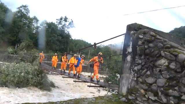 四川石棉暴雨致山洪,44建筑工被困