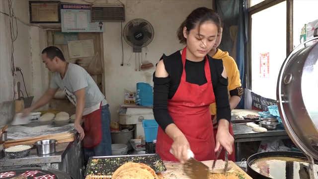 90后女老板卖烧饼,街坊邻居都爱吃
