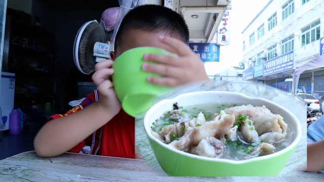 7旬翁做猪头汤35年,仅10元1碗管饱
